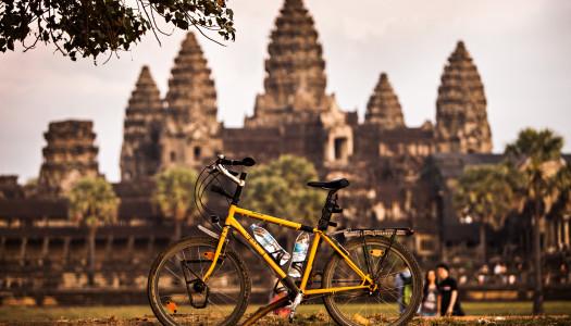 Auf dem Stahlrad durch Asiens Schlaglöcher