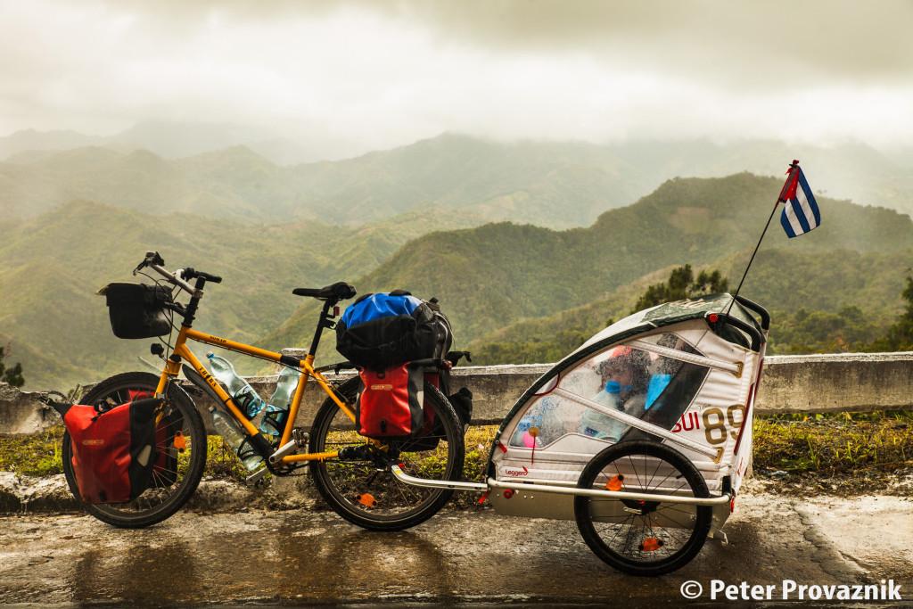 Kuba Reise, Fahrrad mit Kinderanhänger, Foto: Peter Provaznik