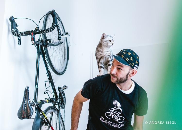 Danny Müller, Bike Surly und Kater Luke, Foto: Andrea Siegl